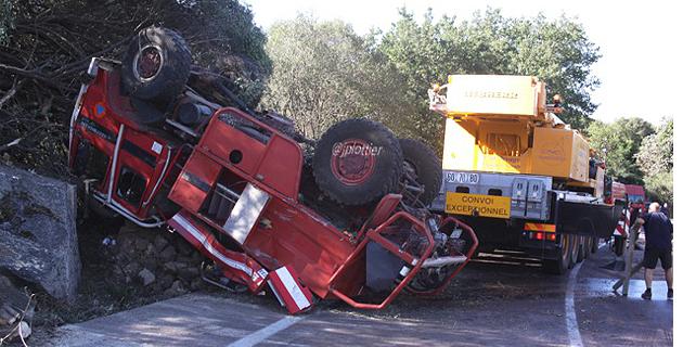 Un camion citerne feux de forêts de la Sécurité Civile se renverse à Lumio: 4 blessés légers