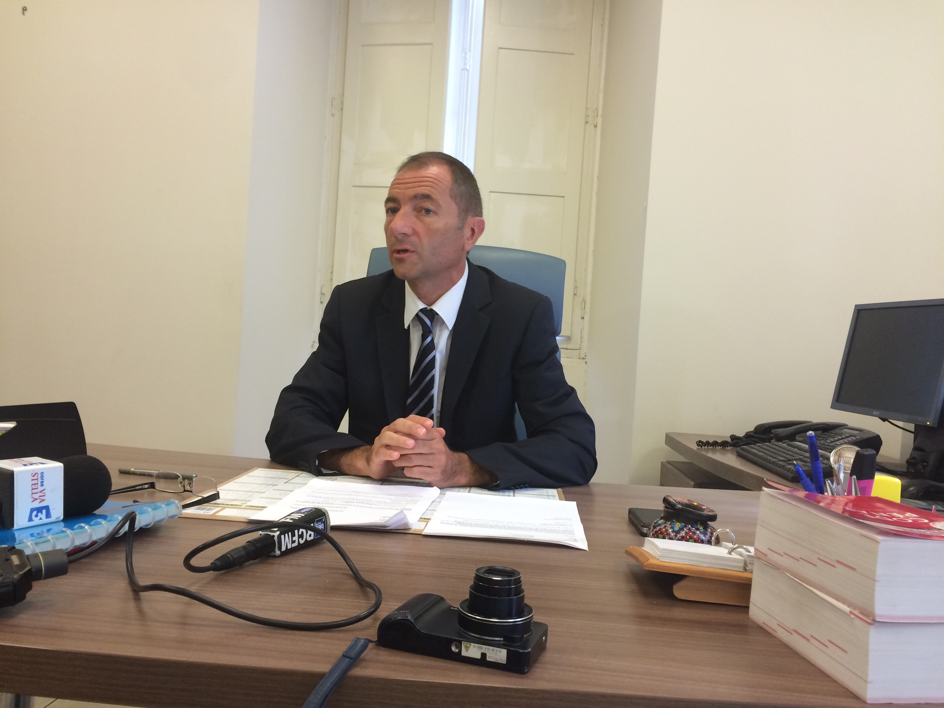 Le procureur de la République adjoint de Bastia annonçant la mise en examen