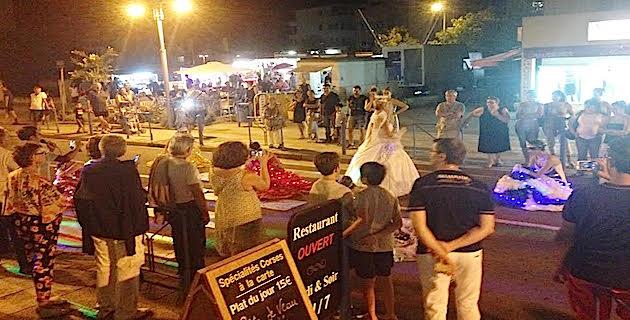 Aleria : Le marché nocturne, c'est la fête au village
