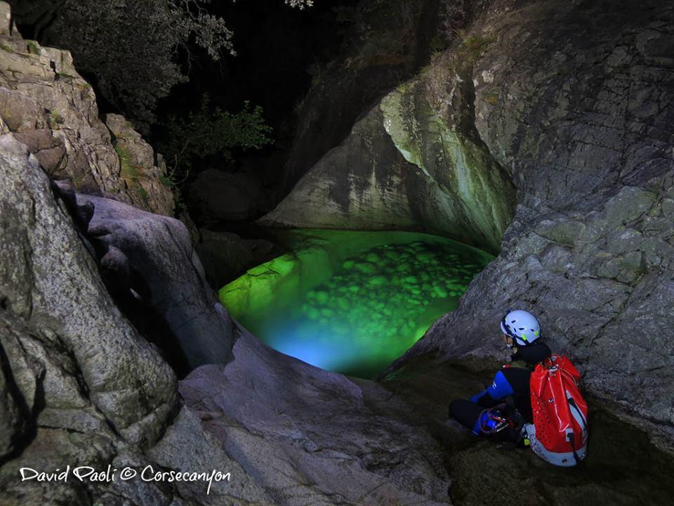 Ambiance surnaturelle dans les canyons corses la nuit !