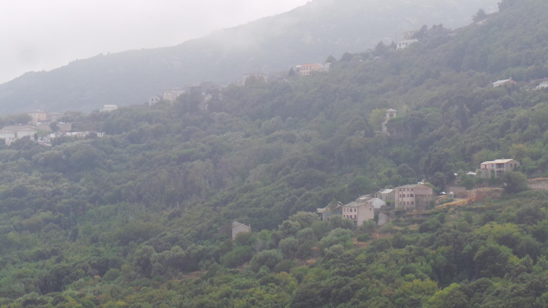 Pollution aux particules fines : Le vent devrait pousser le nuage vers l'Italie