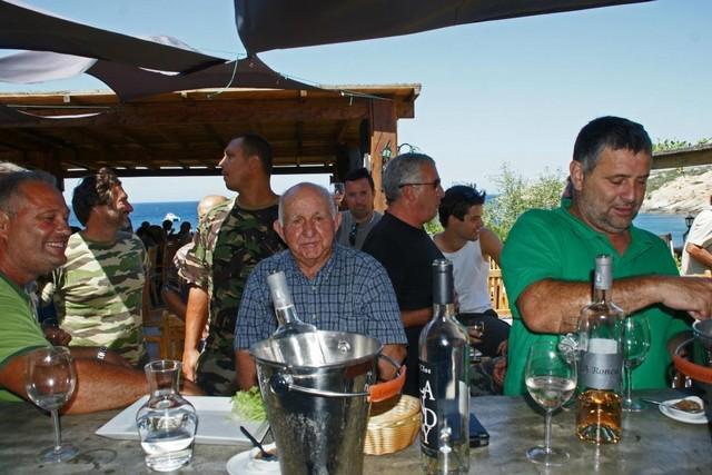 Paul Ggulglielmacci avec ses amis chasseurs