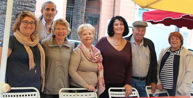 Marie-Noëlle Nadal, conseillère municipale déléguée aux seniors, en compagnie des bénévoles de la maison des ainés. Crédit photo : LS