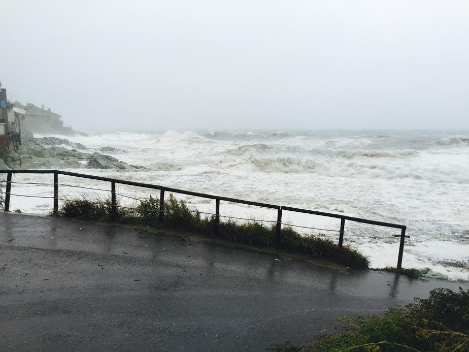Les vagues déferlent sur Grisgione à San Martino di Lota. (Photo Henri Medori)