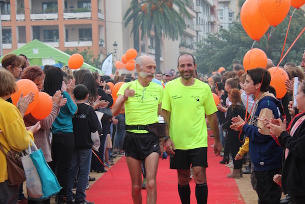 Les marathoniens du défi Orange accueillis sous une haie d'honneur