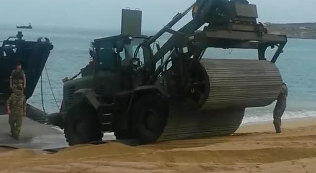 """""""Débarquement"""" : Après la plage d'Algajola, Sant'Amanza"""