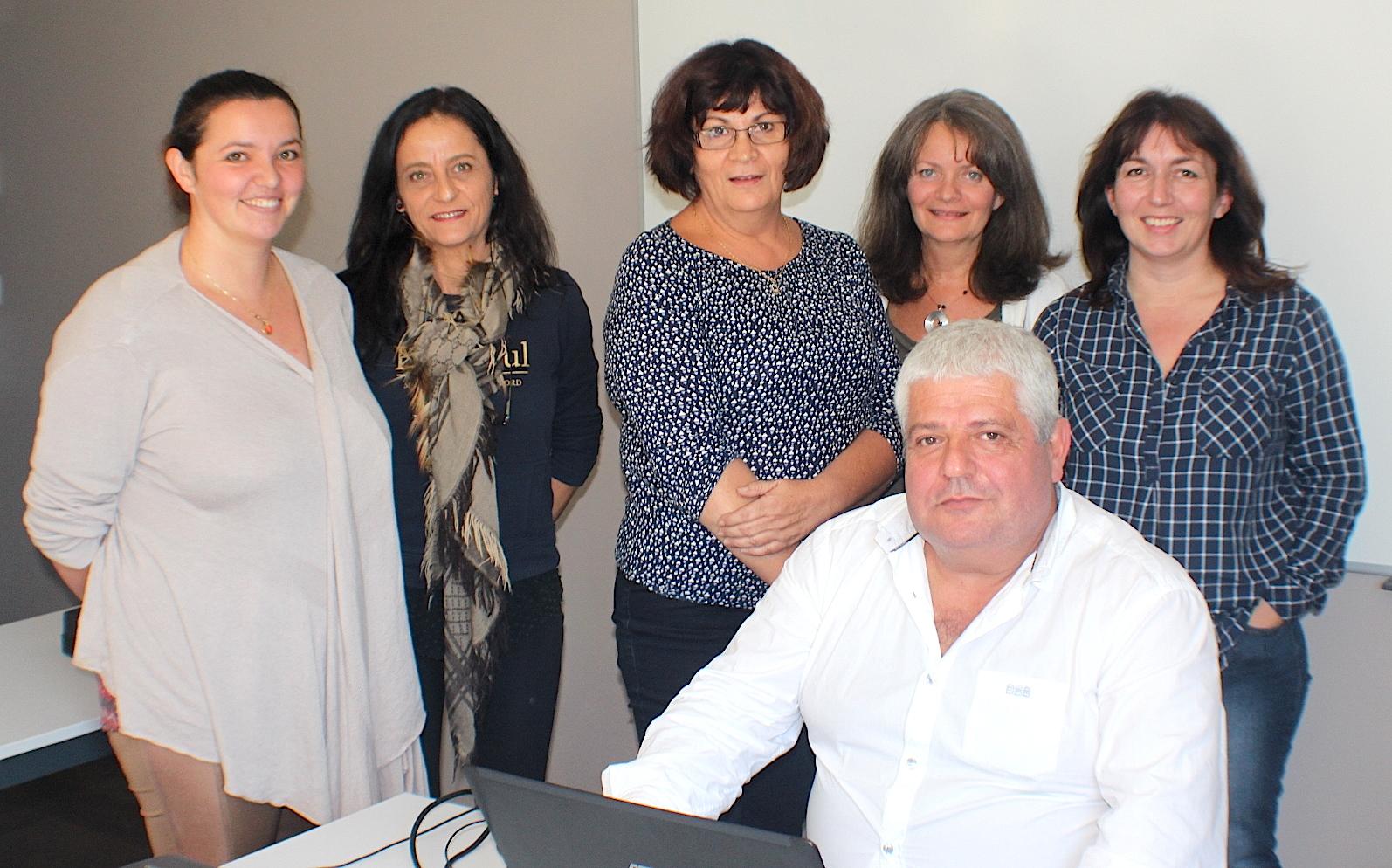 Denis Pinelli avec Gisèle Thierry Di Gennaro (au centre) et plusieurs porteuses de projet