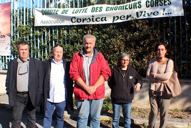Pierre Astima (au centre) avait reçu le soutien du comité de lutte des chômeurs
