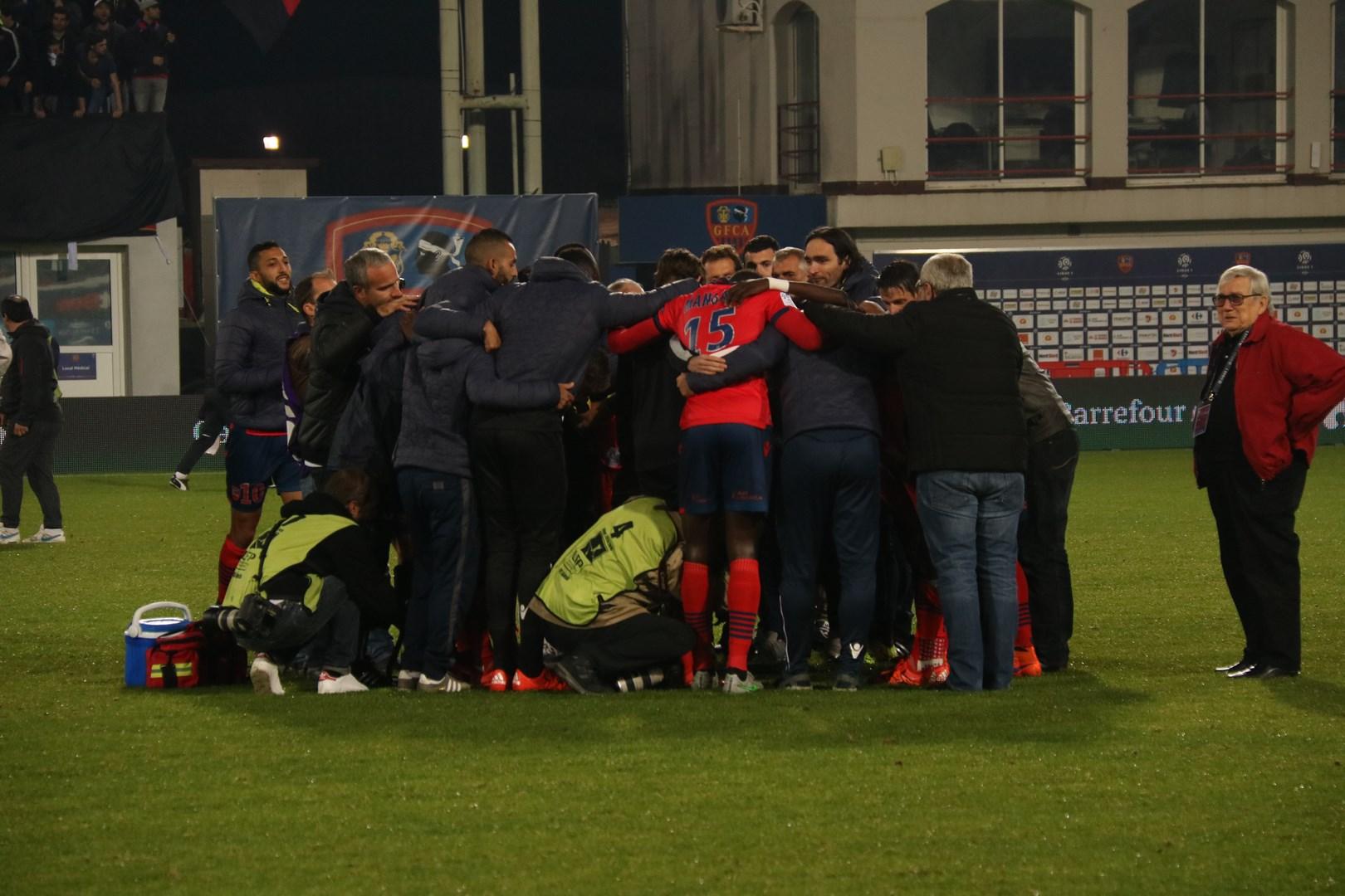 Moment d'intense émotion à Mezzavia : L'hommage des joueurs, du staff et des dirigeants à Frédéric Rossi
