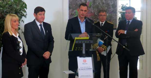 Le maire de Bastia, Gilles Simeoni, entouré du ministre Patrick Kanner, du préfet Alain Thirion, et de ses deux premiers adjoints, Emmanuelle De Gentili et Jean-Louis Milani.