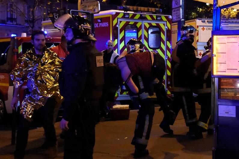 Fusillades à Paris : Des attaques menées en 7 endroits différents. Bilan provisoire : Au moins 120 morts