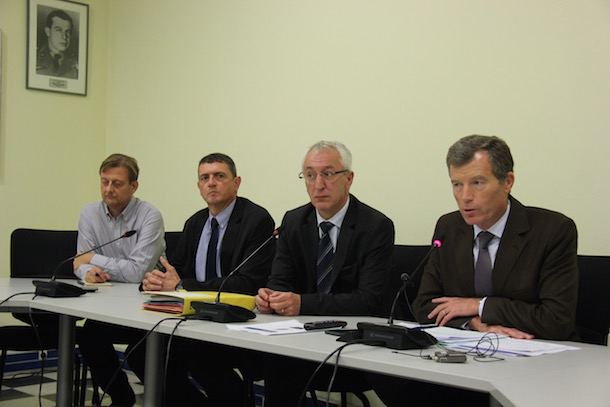 Le préfet de région, Christophe Mirmand, et les responsables de la sécurité.