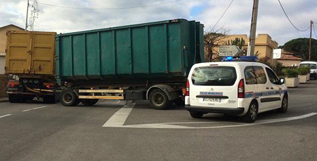 Un camion bloque le centre-ville de Calvi !