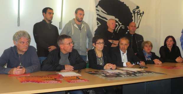 Jean-Guy Talamoni, conseiller territorial sortant, entouré de ses colistiers.