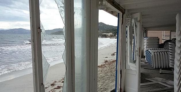 Des dégâts sur la plage de L'Ile-Rousse