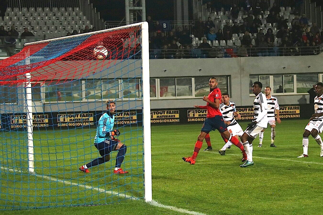 Larbi : encore un but face à Lorient (Photo Marcu-Antone)