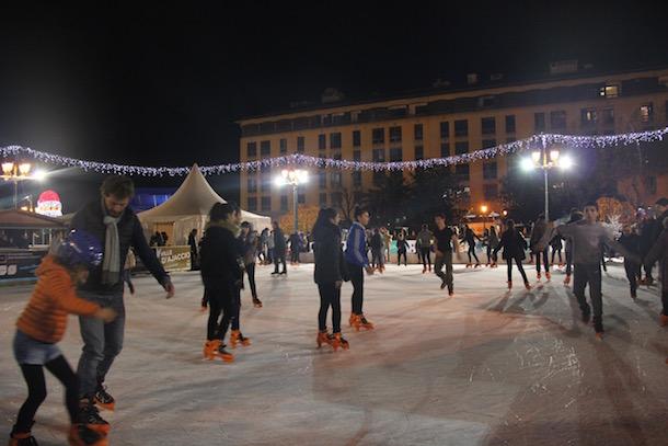 Une patinoire de 500m2 vous attend sur la place du Diamant
