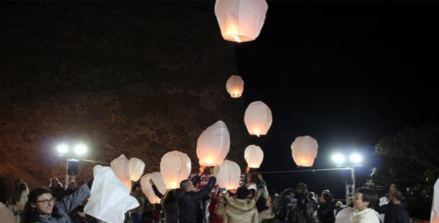 La magie des lanternes célestes dans le ciel de calvi