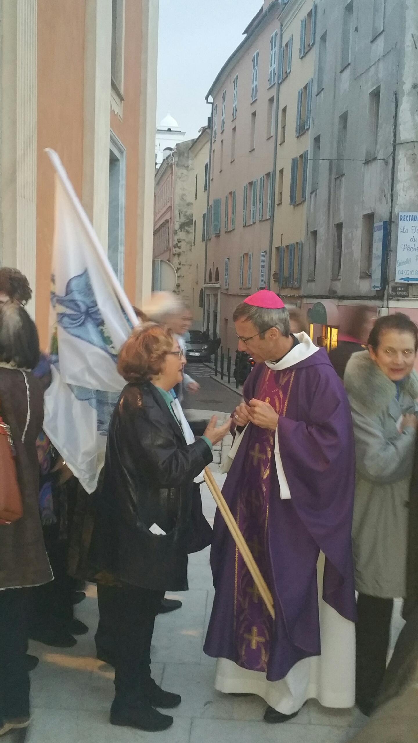 L'Evêque de Corse avant la cérémonie d'ouverture