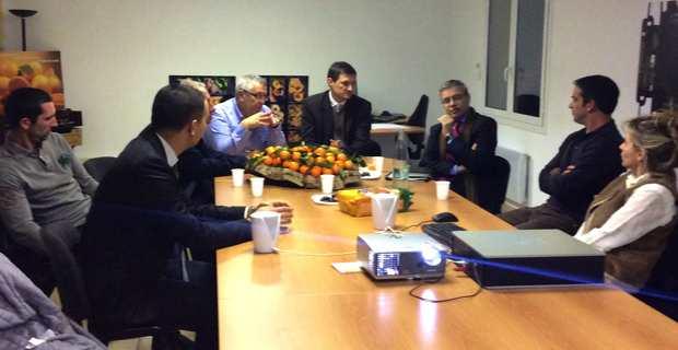 Alain Thirion rencontre les acteurs de la filière clémentine au GIE Corsica Comptoir à Moriani.