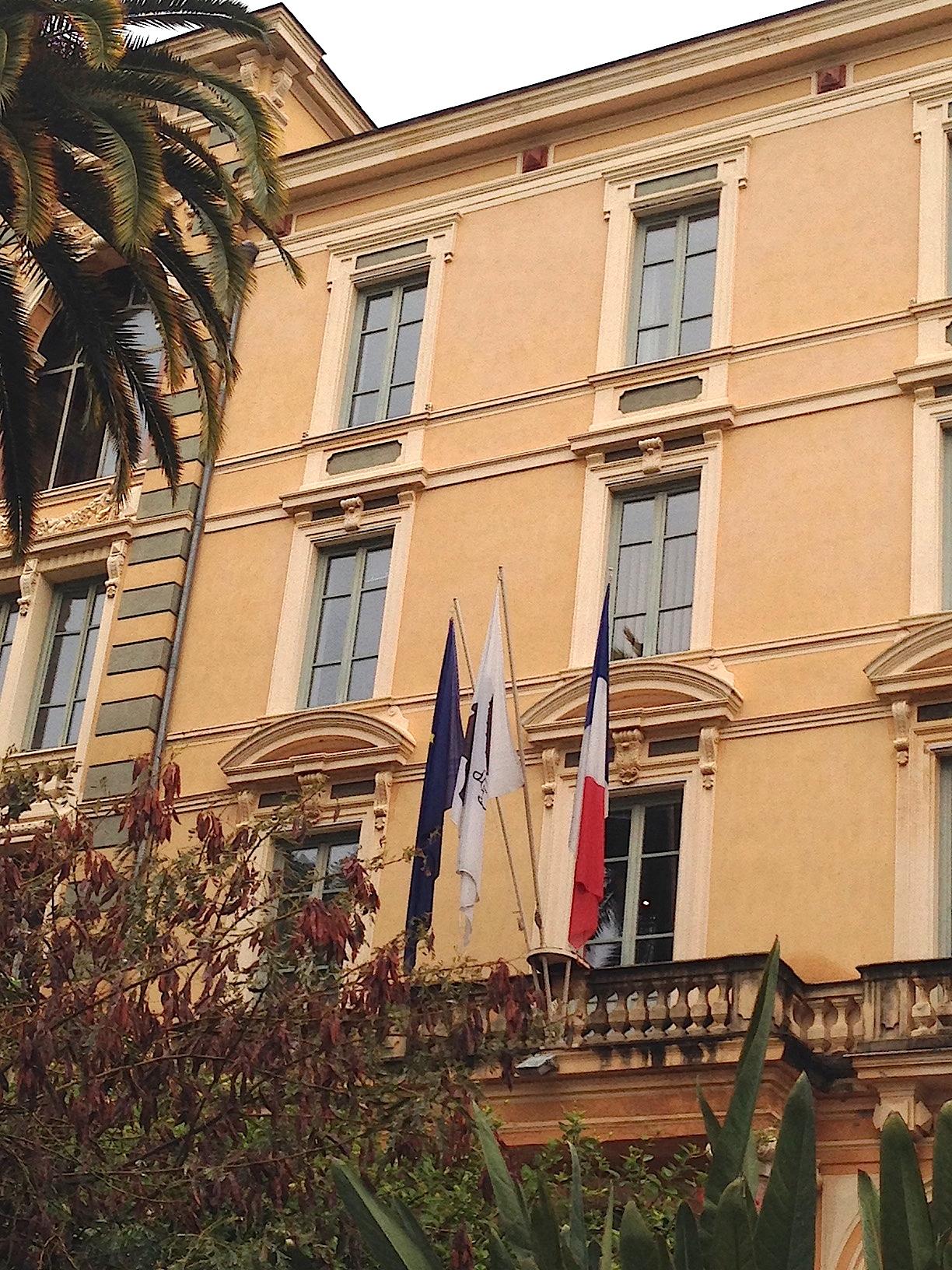 Le drapeau corse en place centrale