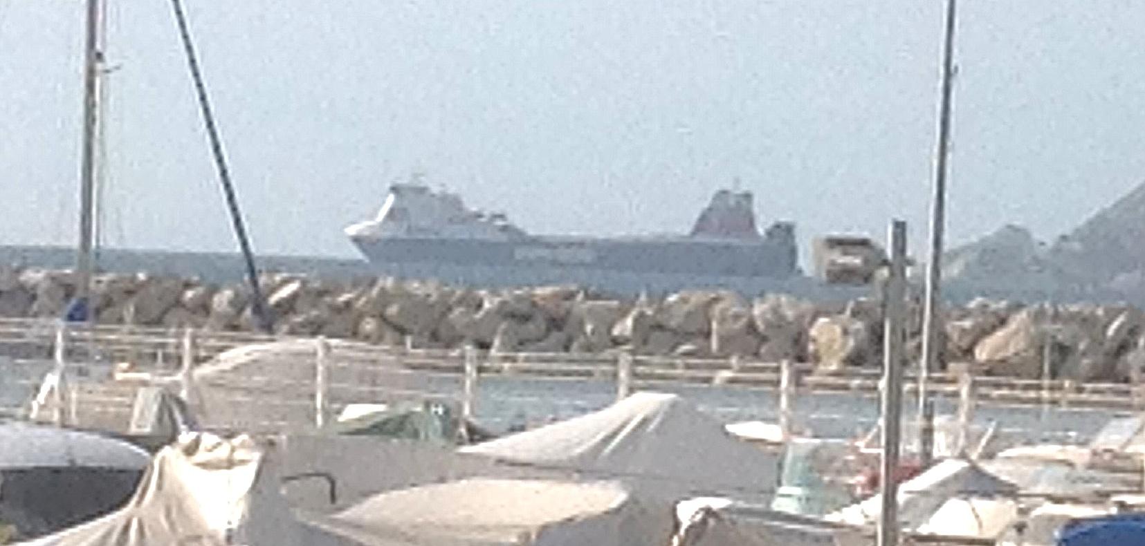 Le Stena Carrier continue à tourner en rond à Marseille