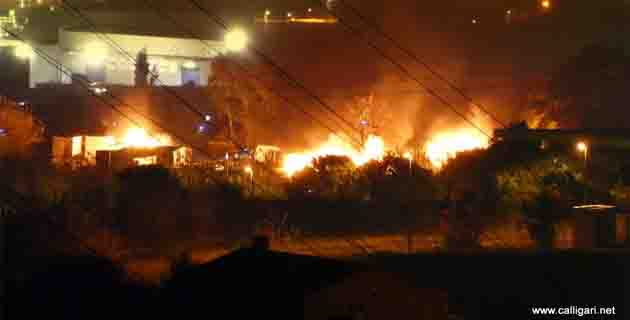 Cité de transit de Bastia : Deux caravanes et une remorque en feu