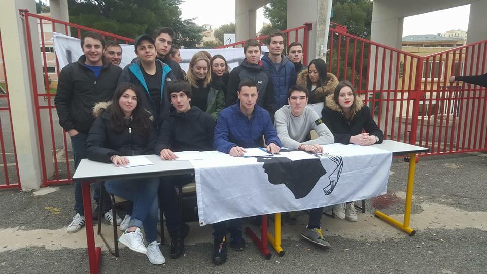Prisonniers : L'associu di Liceani Corsi manifeste à Bastia