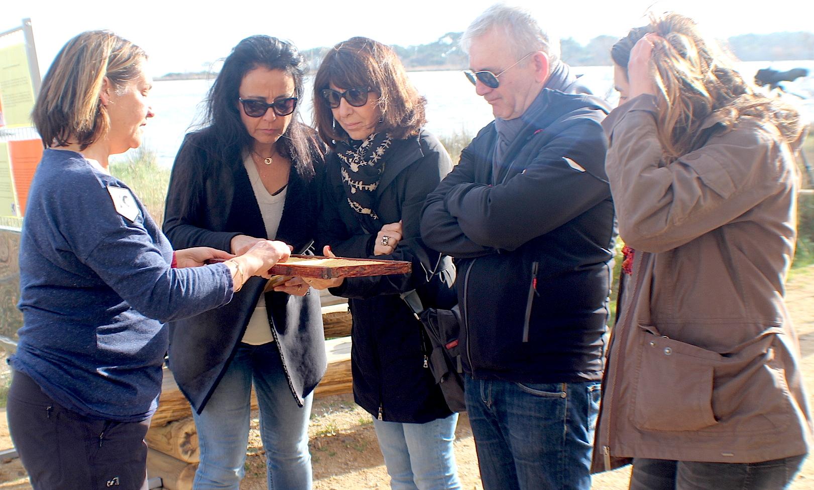 Le président du Conseil départemental François Orlandi et les conseillères Sylvie Retali-Andreani et Marie-Claire Poggi attentifs aux explications de Brigitte Tabanelli.
