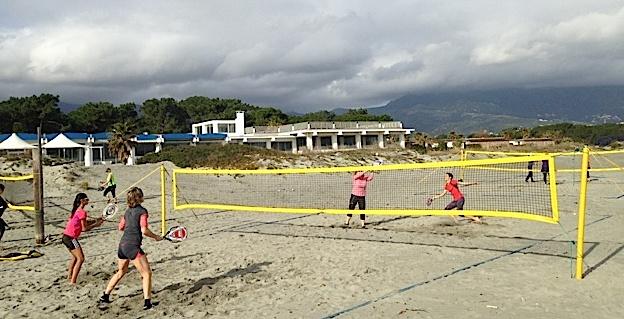 Plage de l'Igesa : Hiver comme en été, le MBT toujours sur le sable