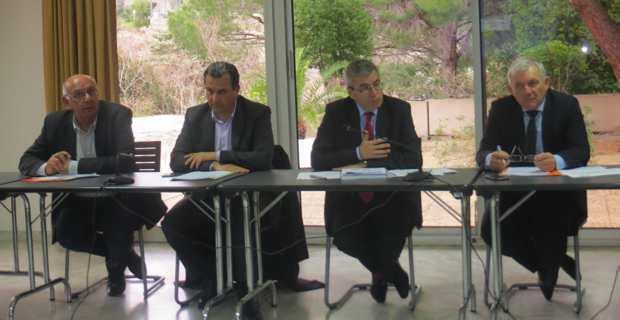 Pierre-Marie Mancini, conseiller départemental et président de l'office de l'habitat de la Haute-Corse, François Tatti, président de la CAB (Communauté d'agglomération de Bastia), Alain Thirion, préfet de Haute-Corse, et François Orlandi, président du Conseil départemental de Haute-Corse.