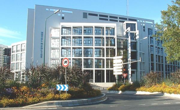 Un supporter hospitalisé et 8 en garde à vue au commissariat de Reims