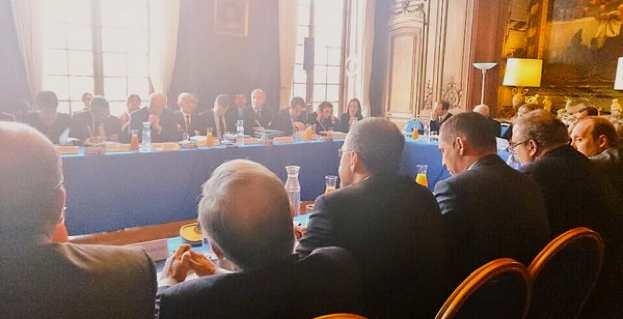 Près de 25 élus corses, dont les présidents du Conseil exécutif de la Collectivité territoriale (CTC), le président de l'Assemblée de Corse, les présidents des groupes politiques de la CTC, les députés et sénateurs, les présidents des Conseils départementaux, le maire de Bastia et les représentants des communes, ont participé à la réunion.