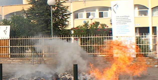 Le feu devant le lycée : Une scène presque habituelle