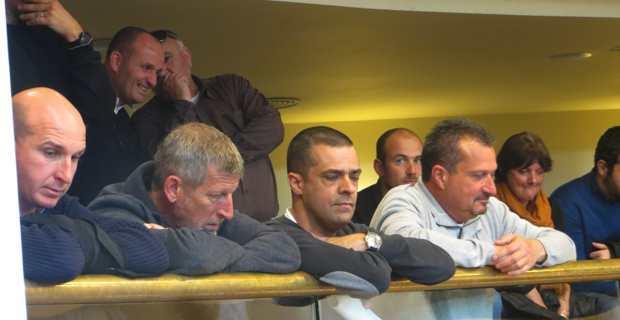 Les représentants du syndicat STC Marins dans les tribunes du public.