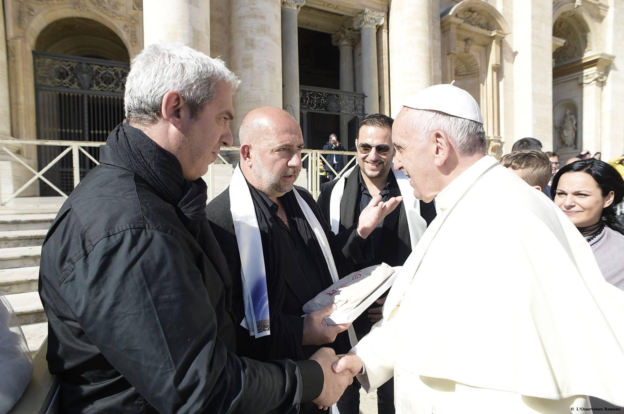 """Rome : Le groupe Arapà a chanté le """"Diu vi salvi Regina"""" devant le Pape François"""