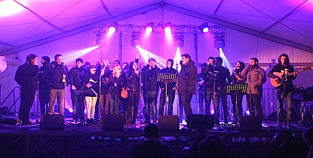 Le groupe Cuscenza avec sur scène des militants de la GI (Photo :D.S)