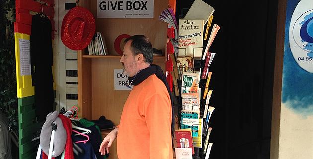 """Une """"Give Box"""" sur le cours Napoléon : Donnez, prenez, faire plaisir et se faire plaisir"""