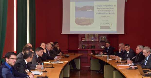 Etaient présents au séminaire sur les transports maritimes, le président et les membres du Conseil exécutif, les présidents de l'Assemblée de Corse et du CESC, les membres de la Commission spéciale sur la faisabilité d'une compagnie régionale, tous les groupes politiques à l'exception de ceux de Gauche, les représentants des Chambres de commerce, d'Air Corsica, de l'Université de Corse, de la CADEC, des syndicats, de transporteurs, le président de la CMN, le directeur de la MCM…