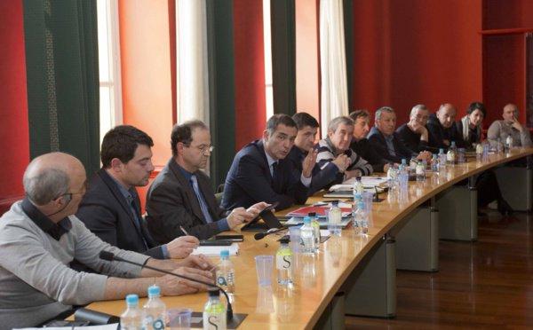 Gilles Simeoni, président du Conseil exécutif de Corse, avec les élus de l'intérieur.