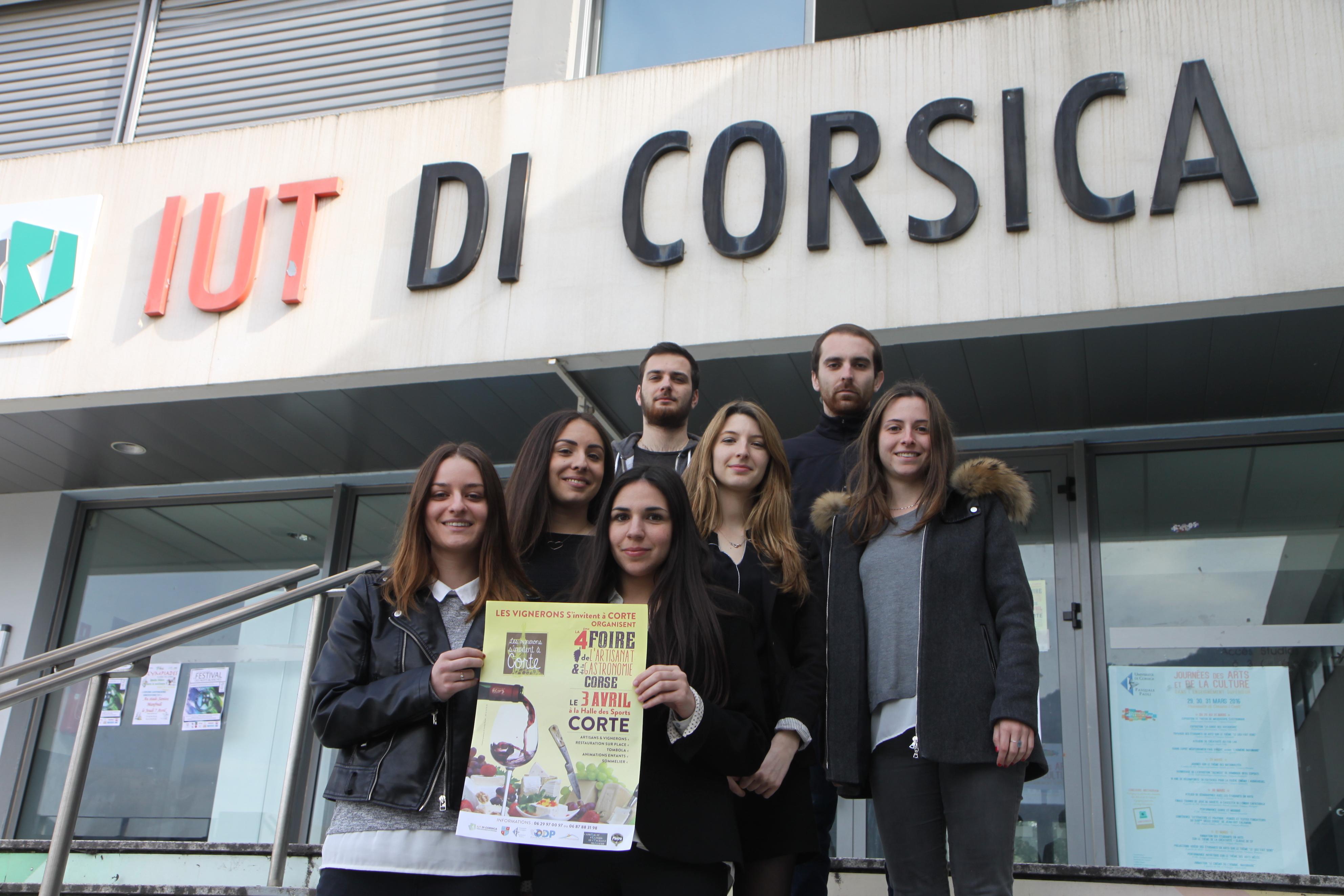 Les sept organisateurs de l'évènements, tous étudiants en technique de commercialisation au sein de l'IUT de Corte (crédit photo : D. S.)