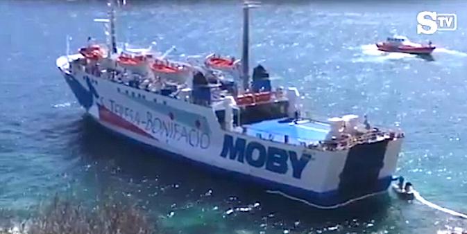 Le bateau de la Moby qui assure la liaison Sardaigne-Bonifacio s'échoue sur les rochers de Santa Teresa di Gallura