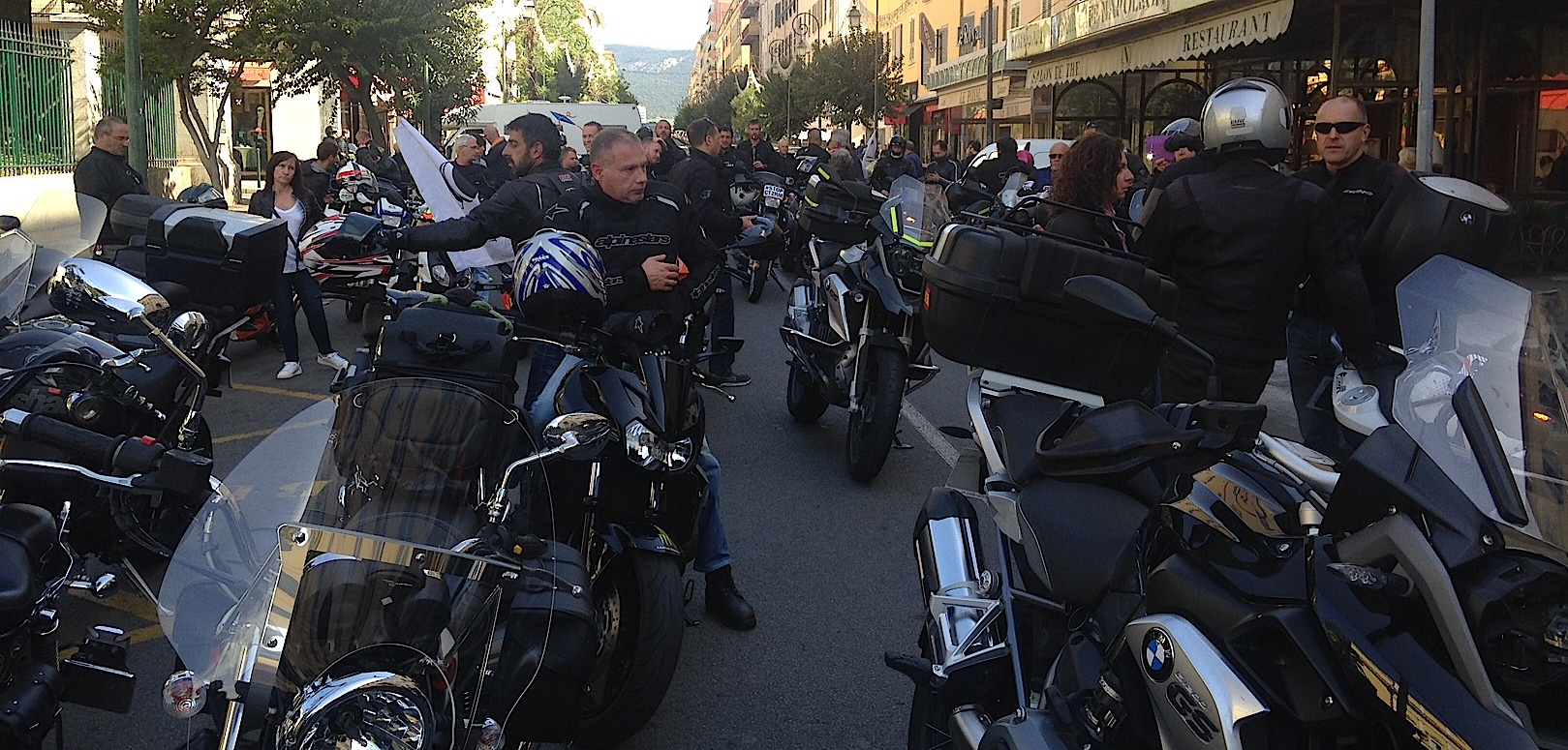 """La colère des motards à Ajaccio : """"Non au projet de contrôle technique"""""""