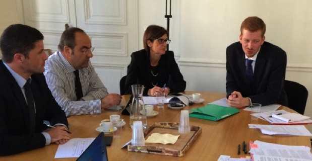 Jean-Félix Acquaviva et Massimo Deiana en réunion avec des fonctionnaires de la Commission européenne à Bruxelles.