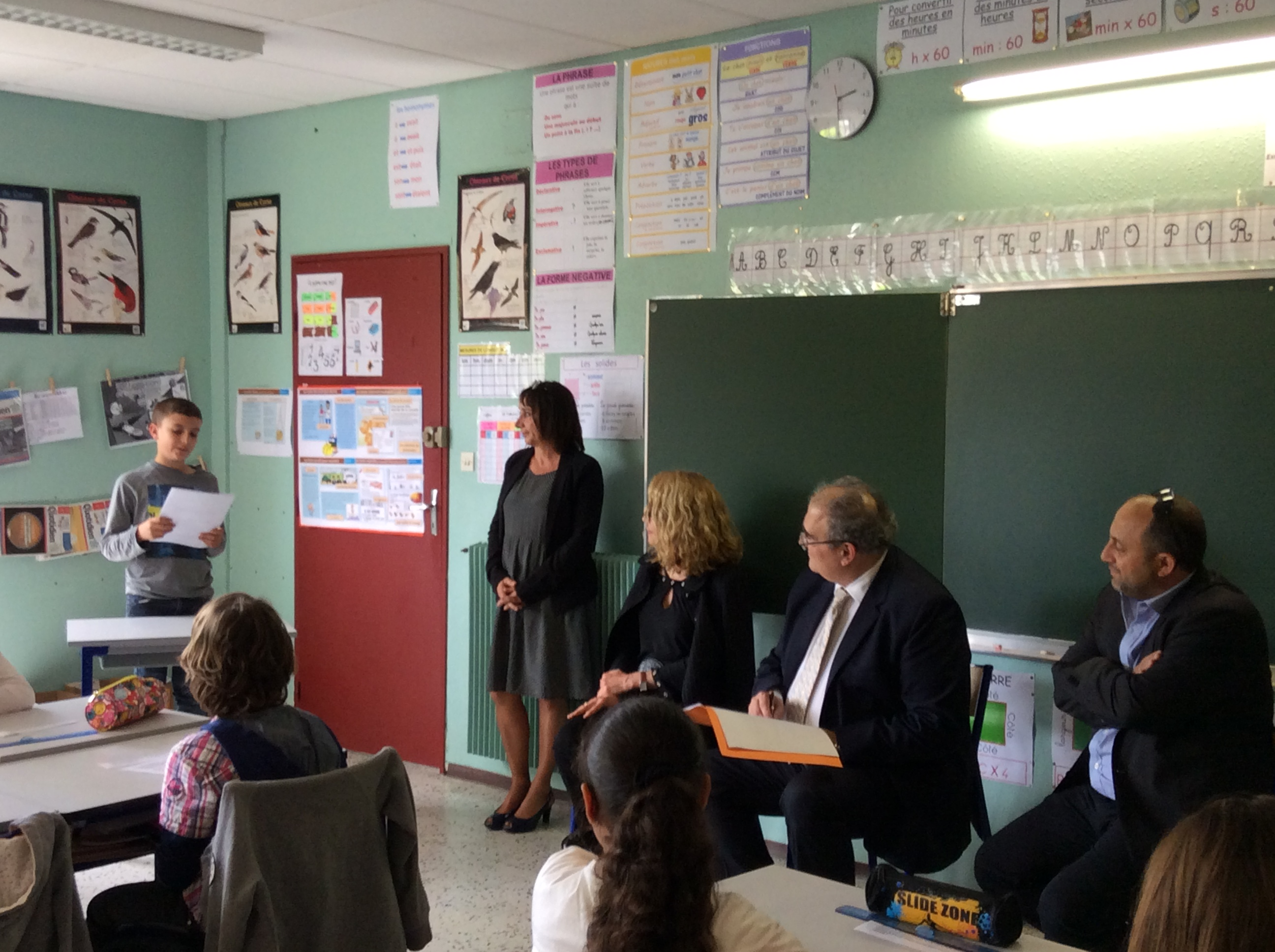 """Le """"mini député"""" Paul-Marie Simonpaoli expose sa proposition de loi sous l'oeil attentif de Paul Giacobbi"""