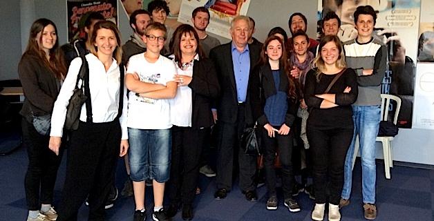 Pierre-Michel Simonpietri entouré par les étudiants en audiovisuel de l'université de Corte et de l'acteur du court-métrage
