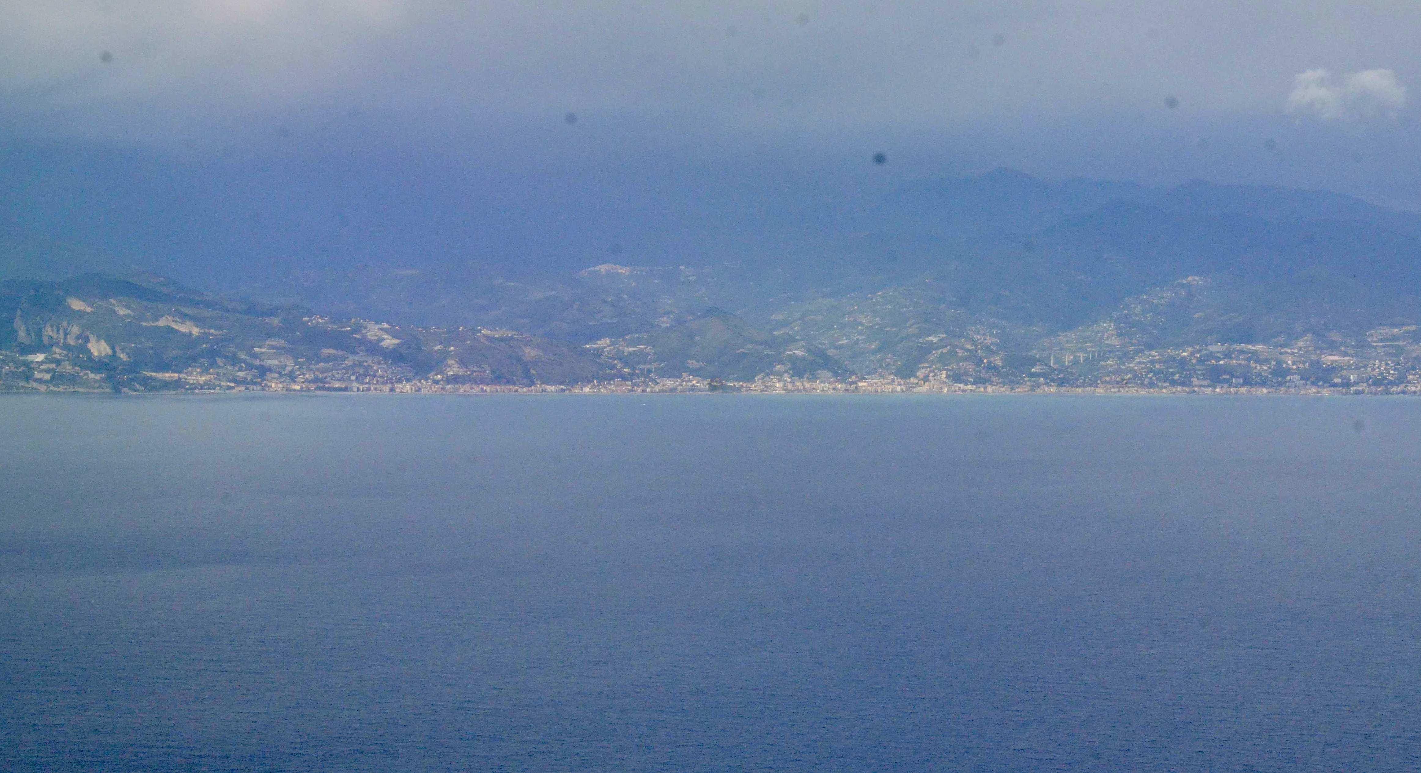 Au large de Menton et Monaco
