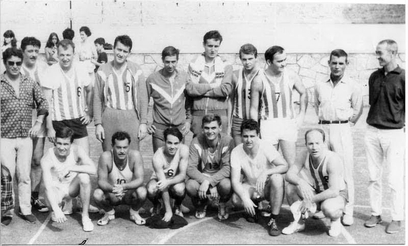 René Vignocchi (accroupis 2e à partir de la gauche) était aussi un sportif accompli