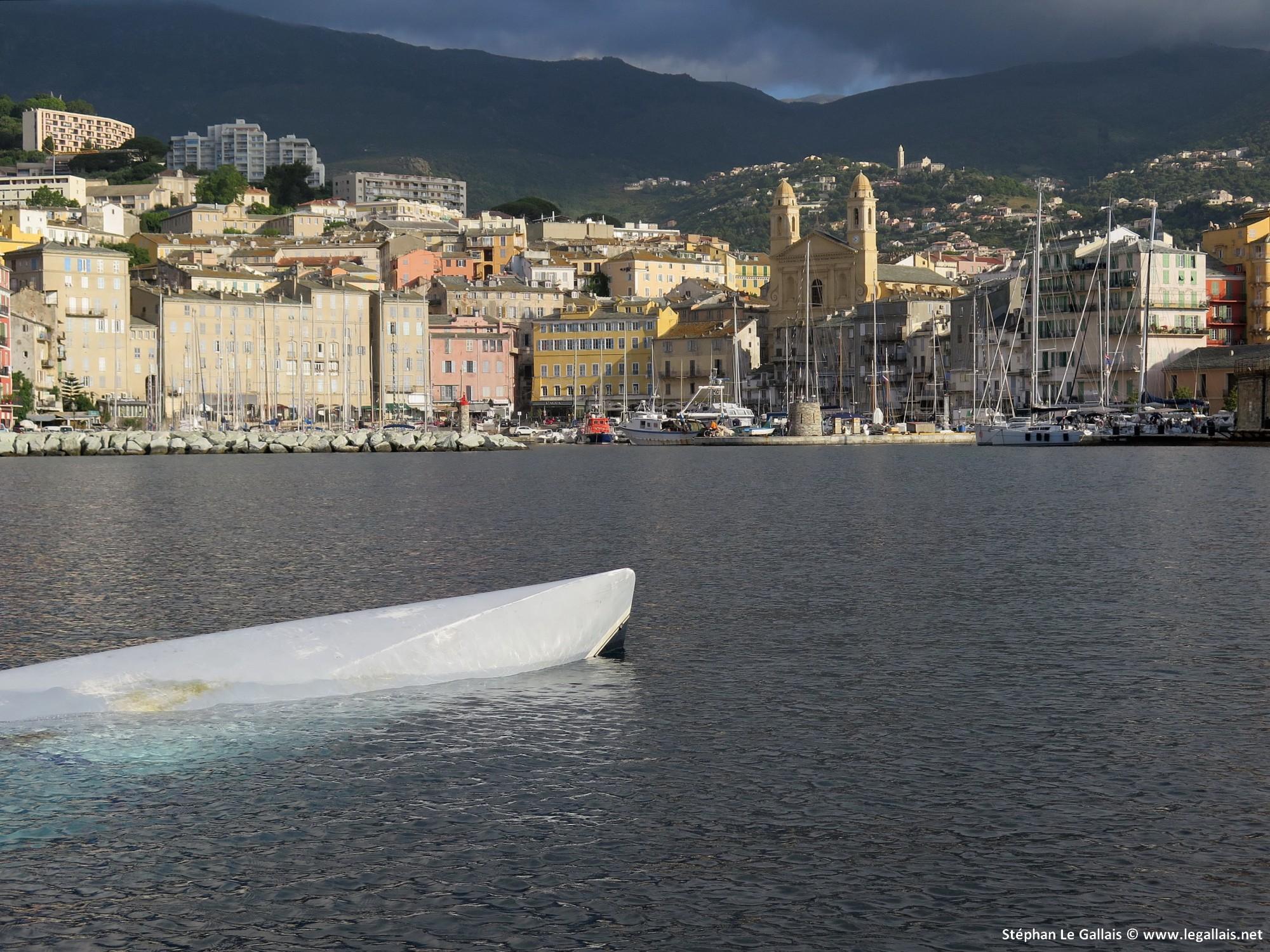 Bastia : Une épave récupérée au large…