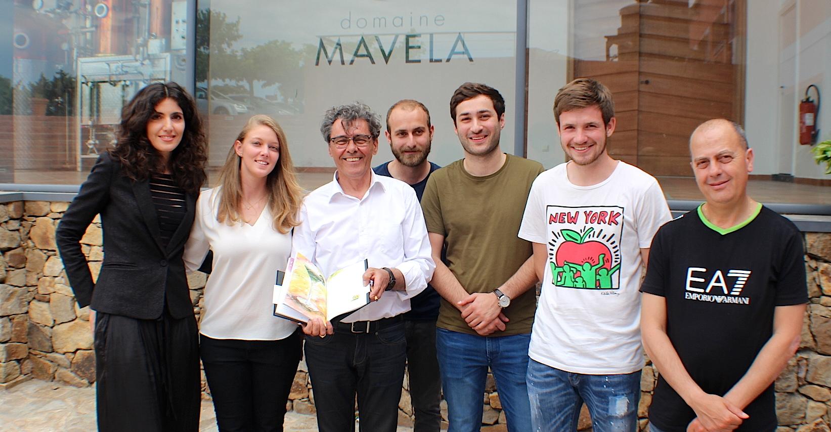 """""""Signature, cocktails de Corse"""" : Florie Castellana a dédicacé son livre au Domaine Mavela"""